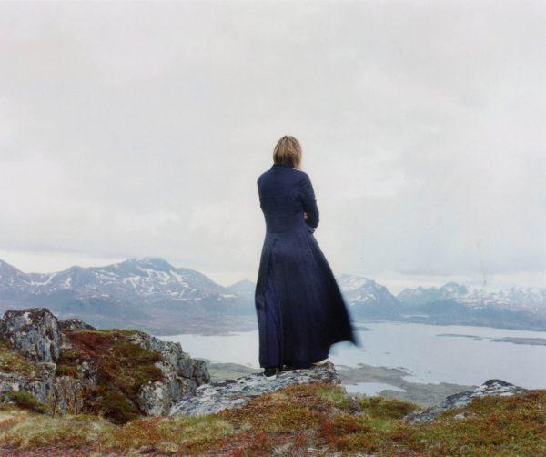 Elina Brotherus, Der Wanderer 3, 2004. Photograph. l'horizon