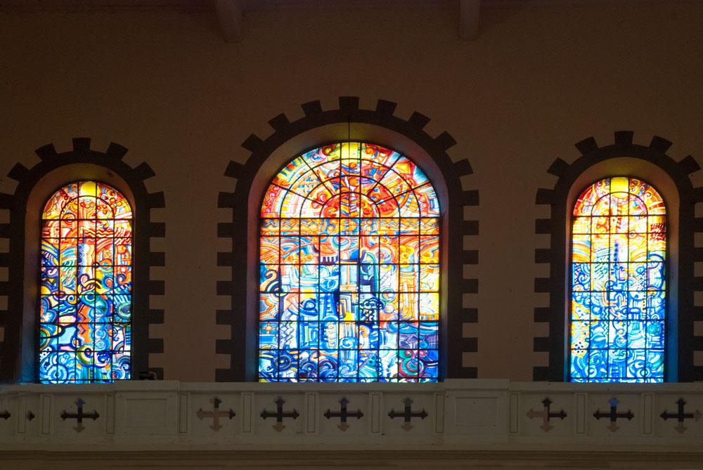 Oeuvre de l'artiste martiniquais Victor Anicet à la cathédrale de Saint Pierre en Martinique.